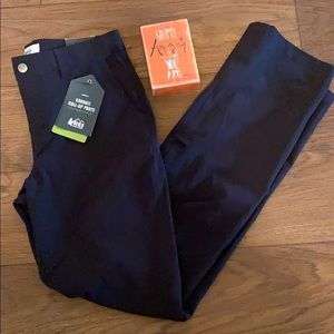 NWT REI Women's Kornati Roll-Up Pant Size 4 Black